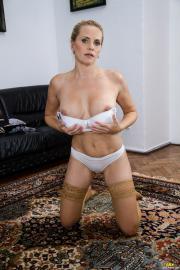 PJGirls-Lilian-in-Old-Carpet-c7dg0naf2o.jpg